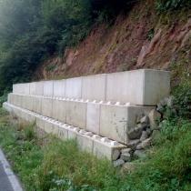 Backes Bau- und Transporte GmbH – Betonblock Backes: Hangsicherung